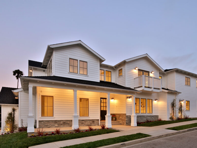 Easy Living in East Manhattan Beach - Modern Farmhouse architecture home