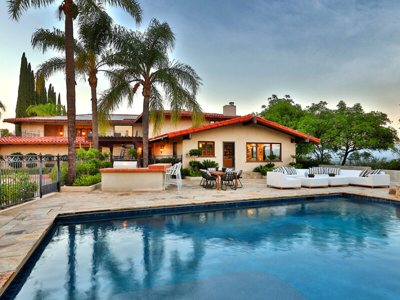 A Super Bowl Sunday House Perfect For the Entertainer in You