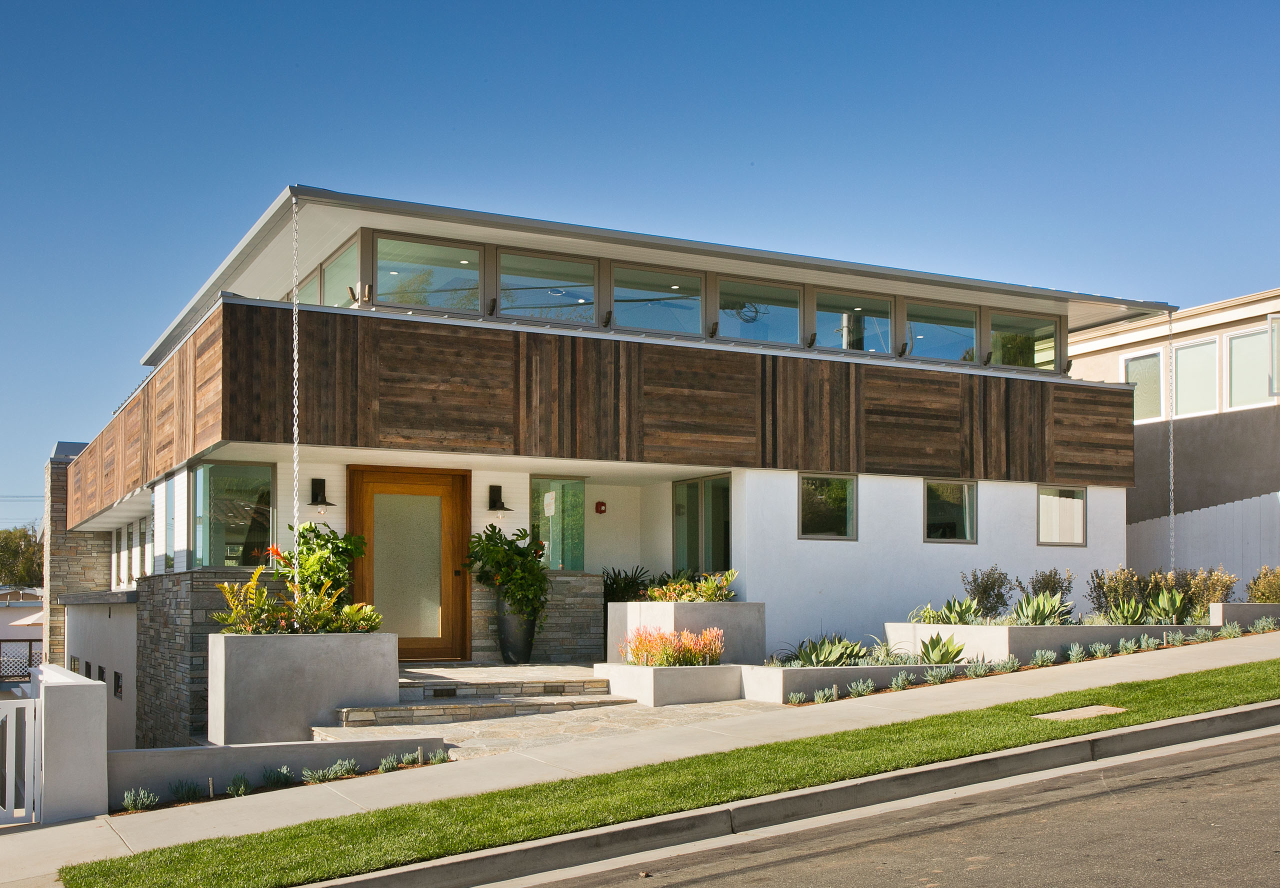 659-30th-HermosaBeach-front_DIGS Market Influencer: Ed Kaminsky