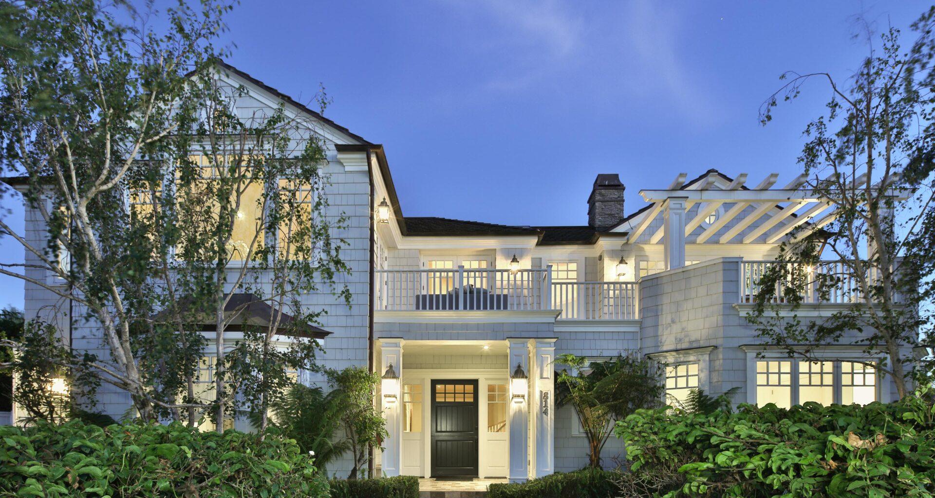 Architect Doug Leach Showcases Cape Cod Design in Manhattan Beach Hill Section