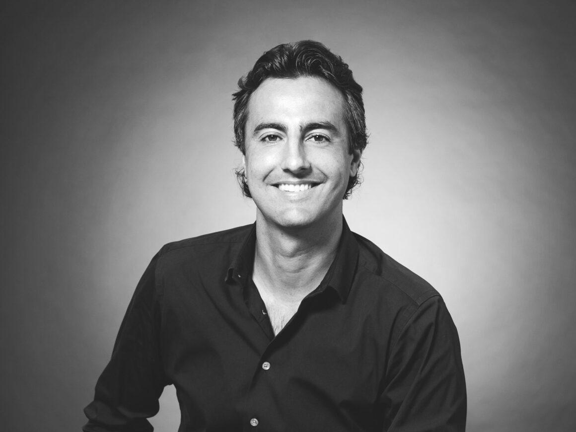 Sandro Dazzan, The Agency