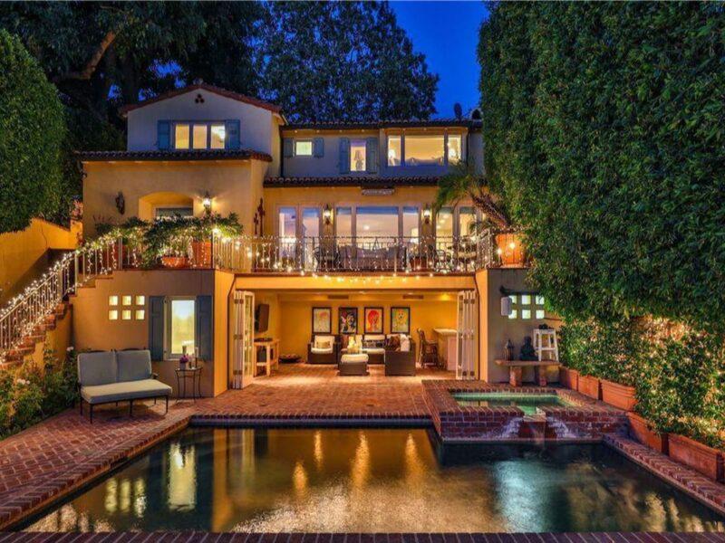 Actress Jennifer Love Hewitt's former Toluca Lake home