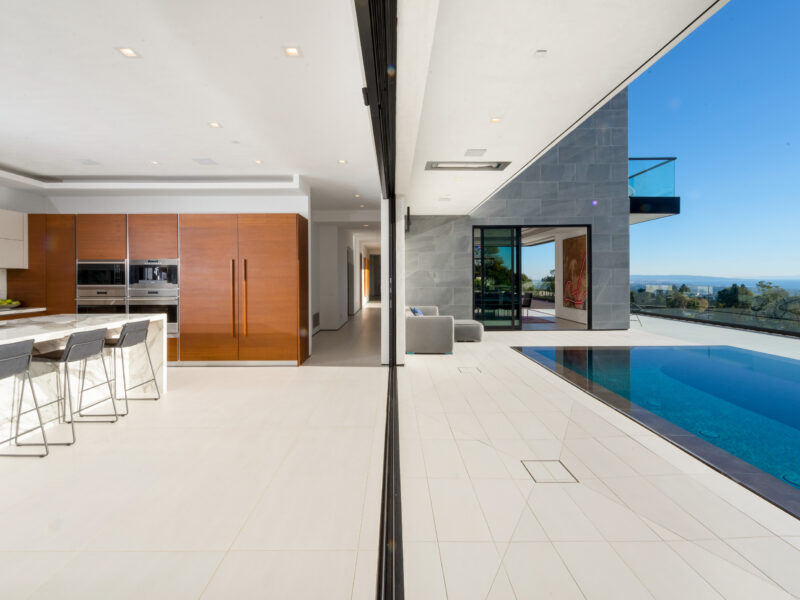 Brentwood Indoor-outdoor house featured in South Bay DIGS Magazine