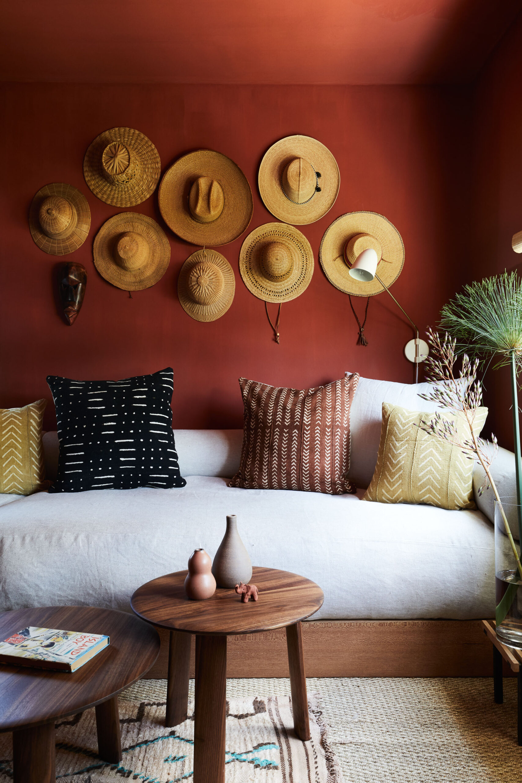 coral Pantone's 2019 Color of the Year in digs magazine