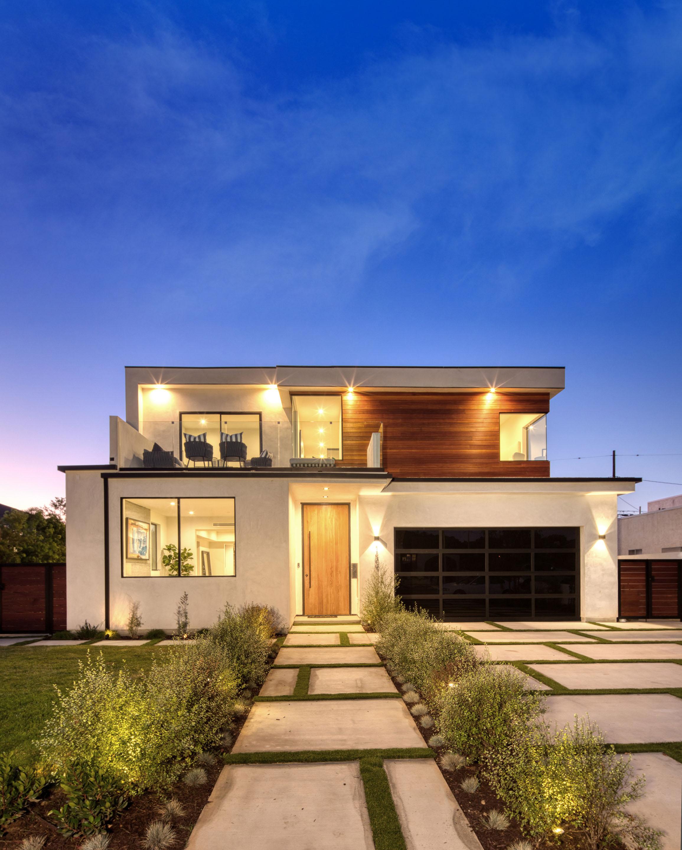 John Hathorn Santa Monica This sunlit architectural home presents a new standard of Modernist luxe in Santa Monica's Sunset Park