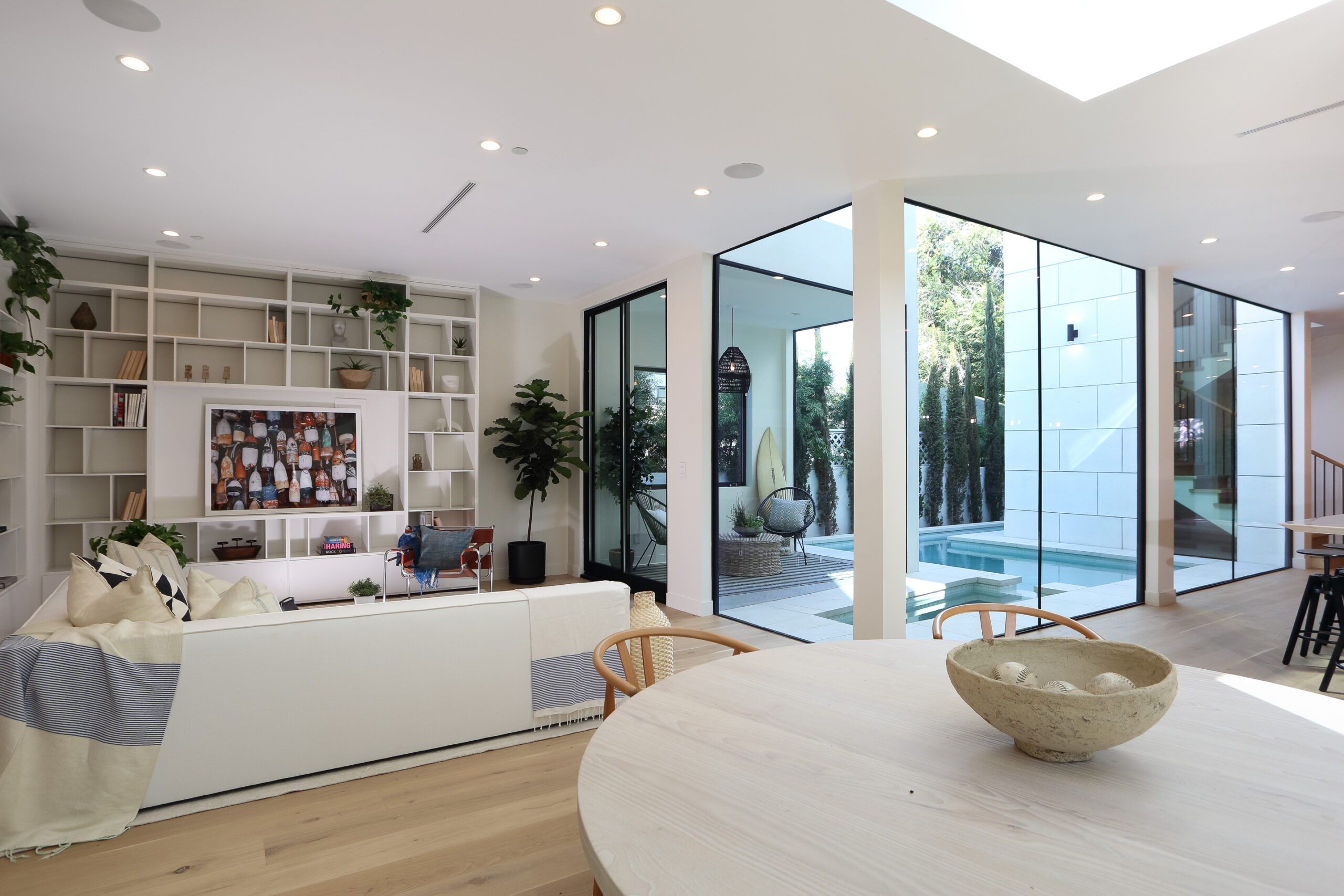 A Glamorous Yet Welcoming Home In Venice Beach